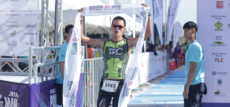 Thomas Bruins takes hold position in world's largest Powerman duathlon.